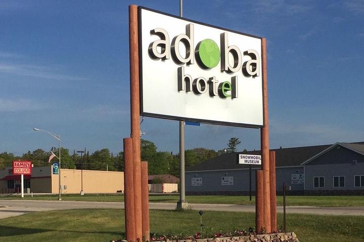 Pet Friendly Adoba Hotel Naubinway