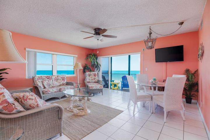 Pet Friendly Waterfront 2/2 Condo with Swimming Pool