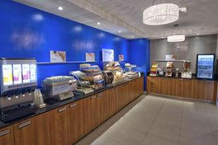 Pet Friendly Holiday Inn Express & Suites Vaudreuil