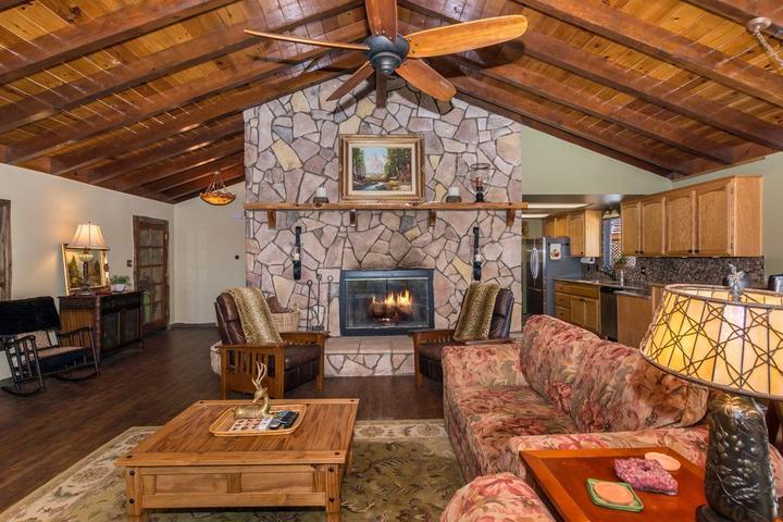 Pet Friendly Ridgecrest Lodge