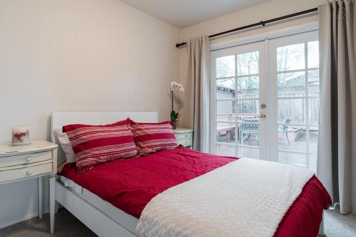 Pet Friendly Menlo Park Airbnb Rentals