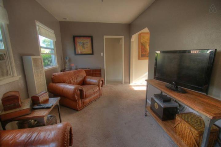 Pet Friendly North Hollywood Airbnb Rentals