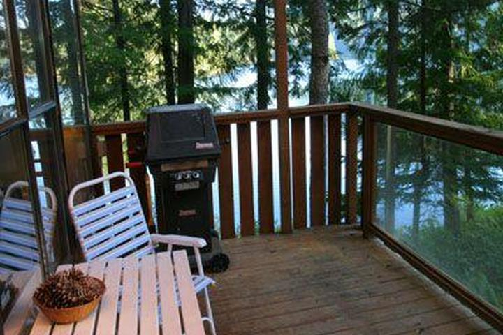 Pet Friendly The Lakeside Cottage