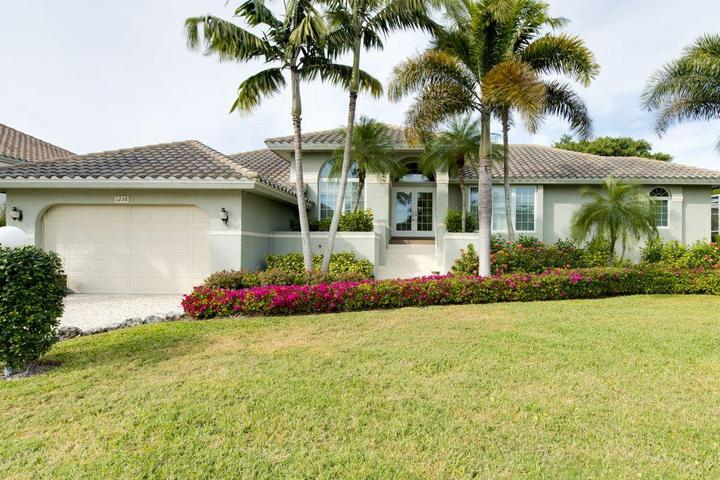 Pet Friendly 1238 Parview - 3 Bedroom Pool on the Golf Course