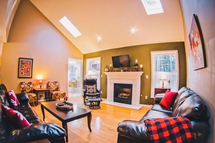 Pet Friendly 5 Bedroom Home with Game Room