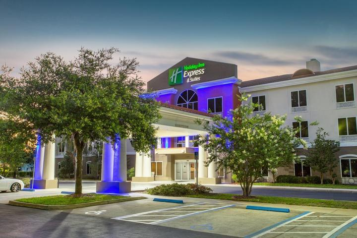 Pet Friendly Holiday Inn Express Hotel and Suites Silver Springs Ocala