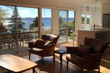 Pet Friendly Lakeview Holiday Home