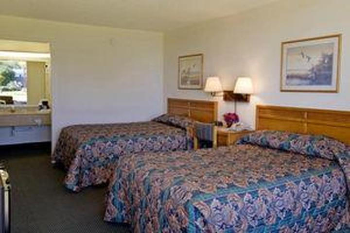 Pet Friendly Americas Best Value Inn Riverside