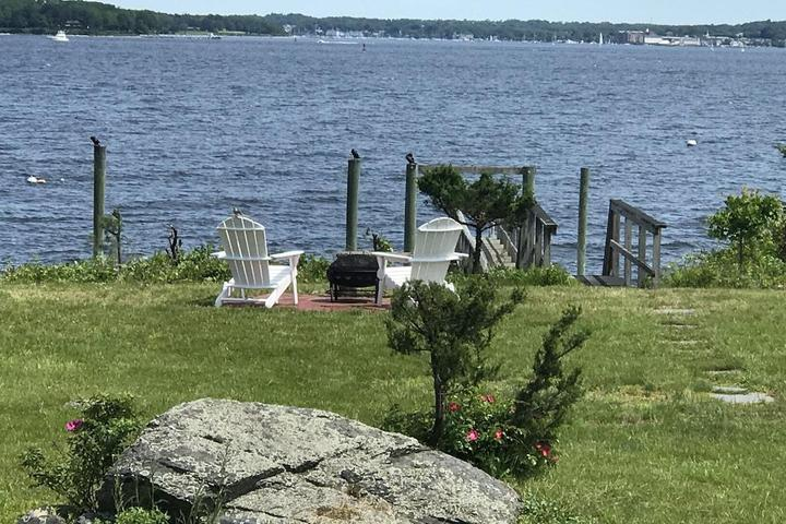 Pet Friendly Classic Waterfront Cottage on Prudence Island