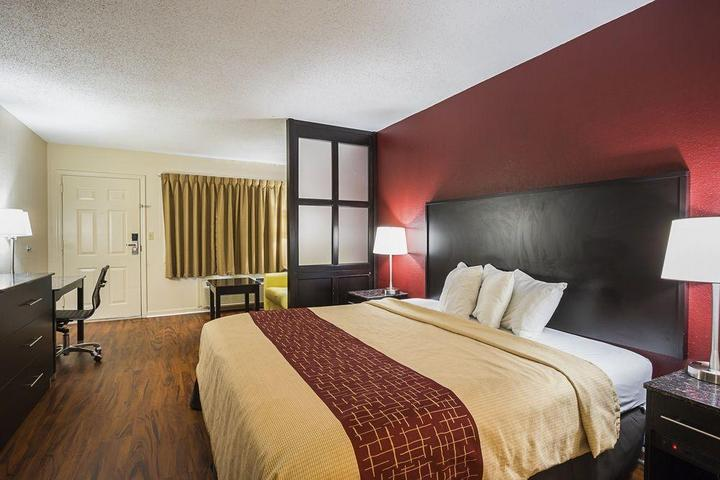 Pet Friendly Red Roof Inn and Suites Scottsboro