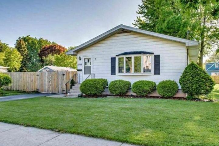 Pet Friendly 3/2 House with Fenced Yard