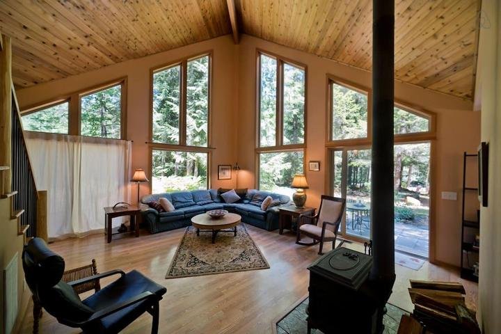 Pet Friendly Rhododendron Airbnb Rentals