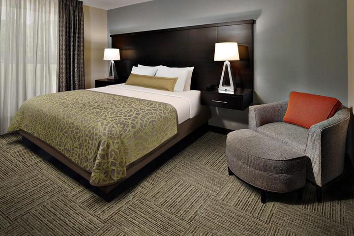 Pet Friendly Staybridge Suites Lanham - Greenbelt
