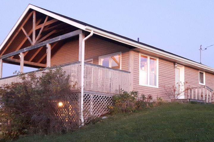 Pet Friendly Northport Beach Cottage