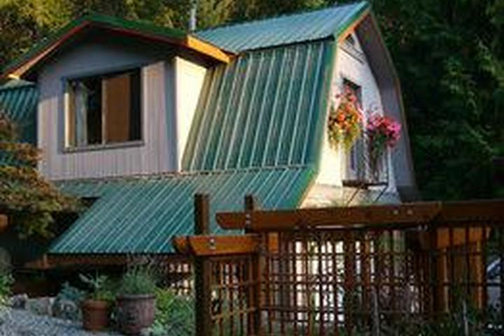 Pet Friendly Salt Spring Carriage House B&B