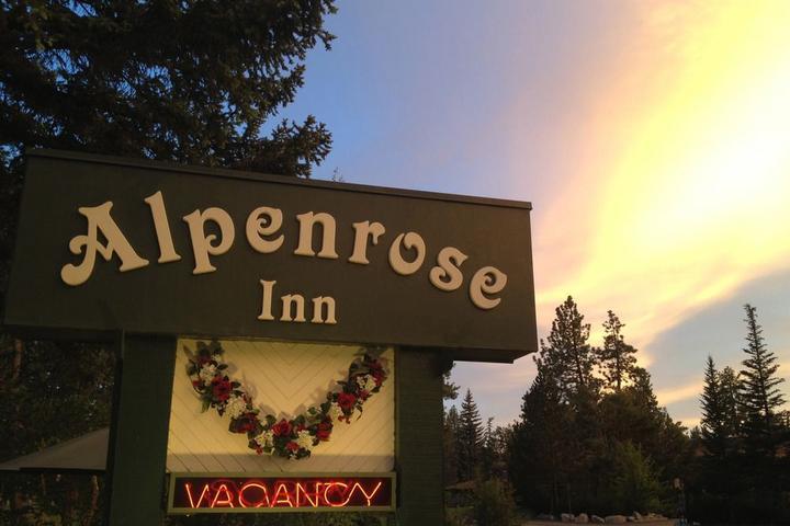 Pet Friendly Alpenrose Inn