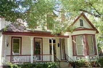 Pet Friendly Brava House Bed and Breakfast