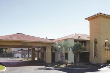 Pet Friendly La Quinta Inn Savannah I-95