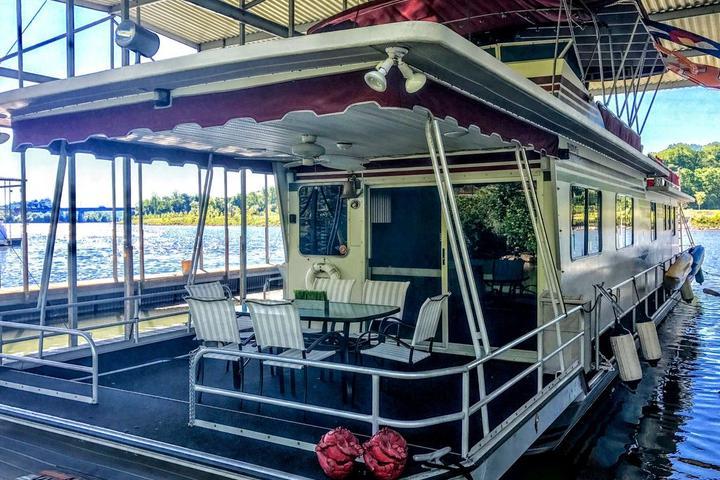 Pet Friendly Moonlight Madness Houseboat