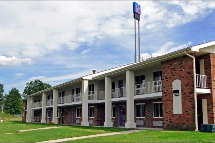 Pet Friendly Motel 6 Youngstown