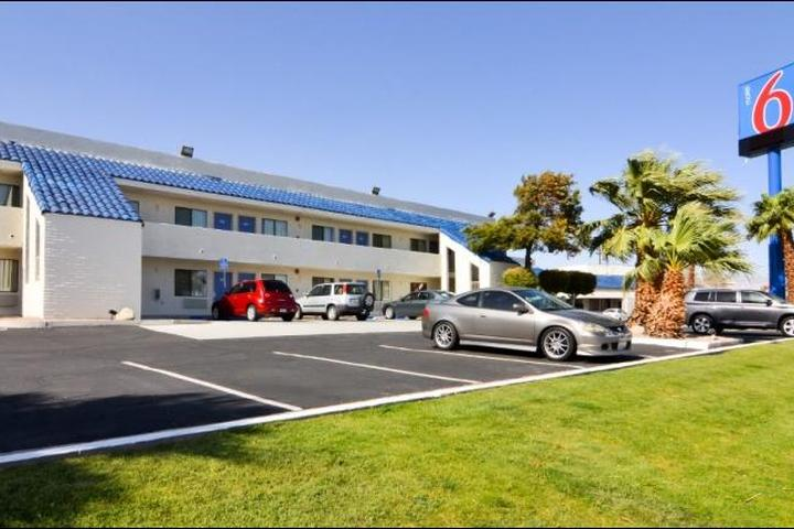 Pet Friendly Motel 6 Palm Springs North