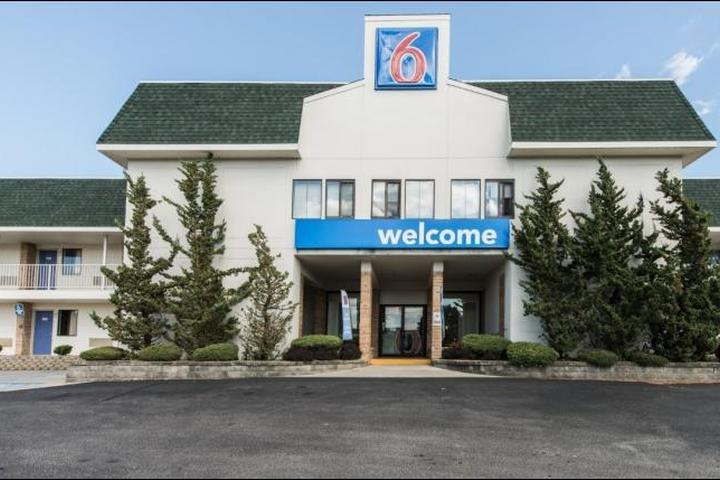 Pet Friendly Motel 6 Niantic