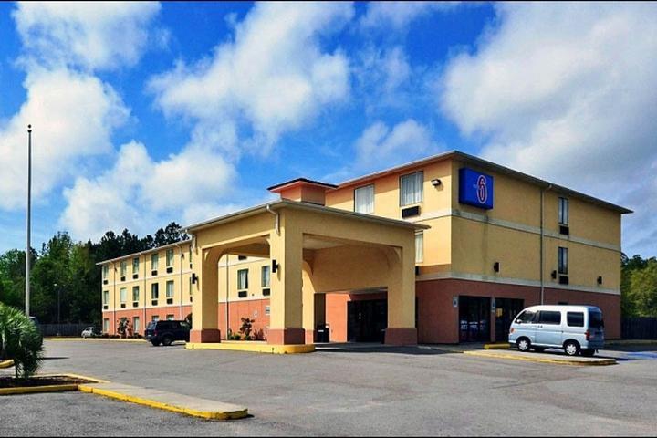 Pet Friendly Motel 6 Ocean Springs
