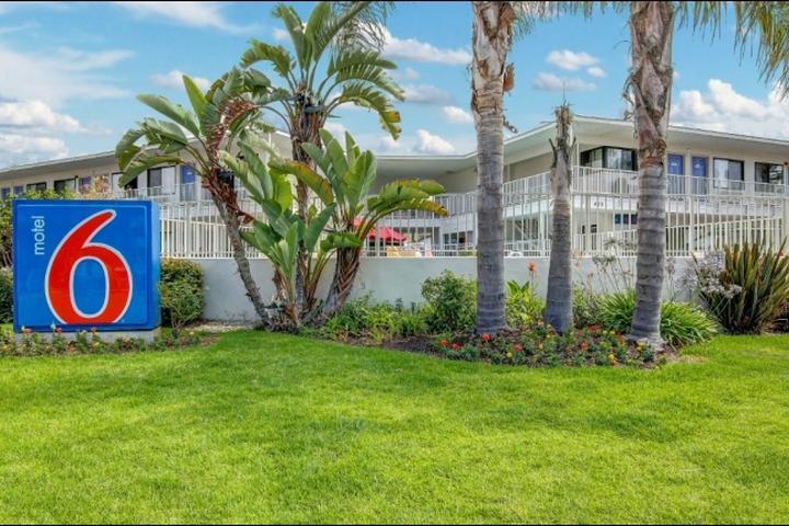 Pet Friendly Motel 6 Santa Barbara Beach
