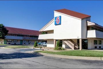 Pet Friendly Motel 6 Springfield - North