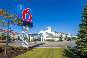 Pet Friendly Motel 6 Toronto Mississauga