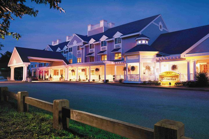 Pet Friendly Two Trees Inn at Foxwoods