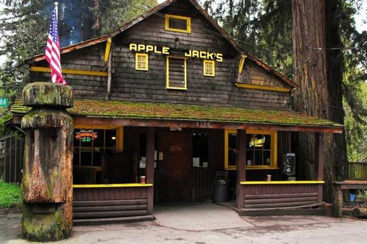 Pet Friendly Applejacks Inn
