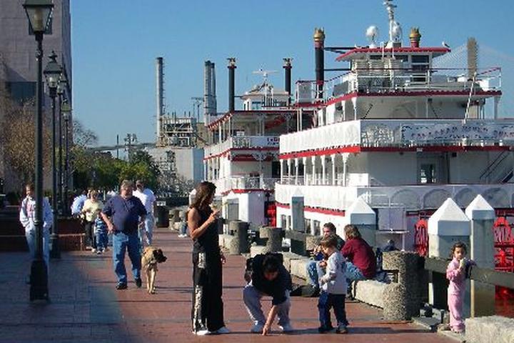 Pet Friendly River Street - Savannah Riverfront Area