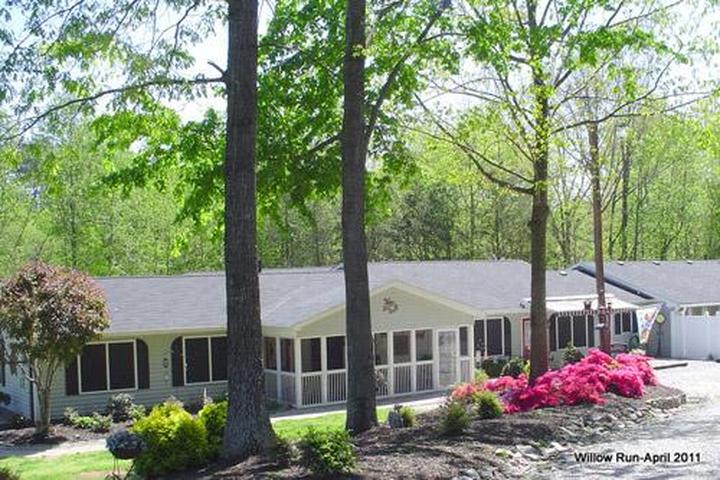 Pet Friendly Willow Run Boarding and Grooming Kennels