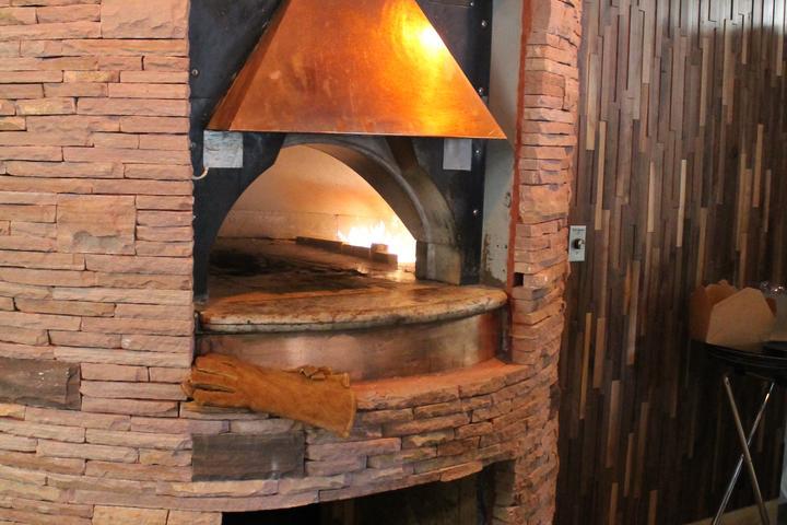 Pet Friendly Peekaboo Canyon Wood Fired Kitchen