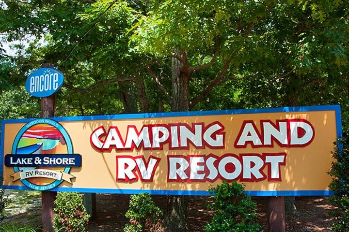Pet Friendly Lake & Shore RV Resort