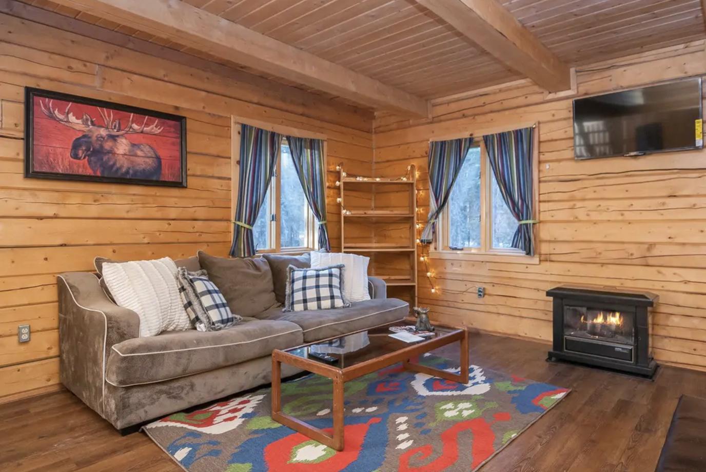 Cozy Christmas room at Eskimo Kisses Cabin
