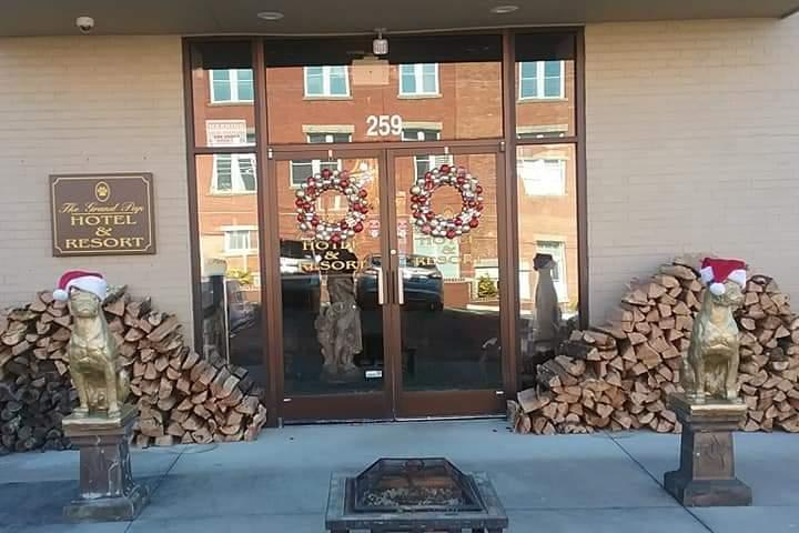 Pet Friendly The Grand Pup Resort and Spa