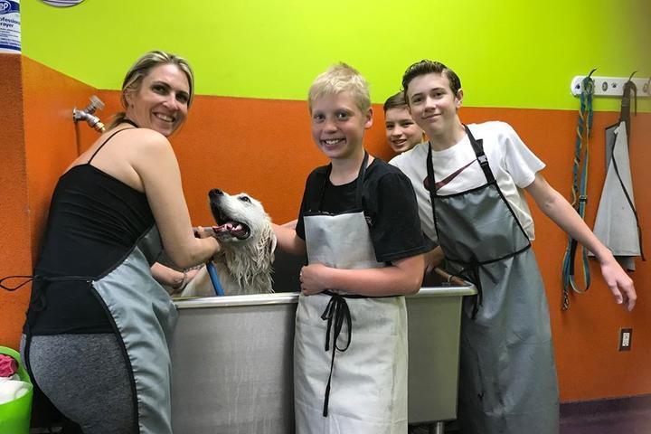 Pet Friendly Wag n' Wash Natural Food & Bakery