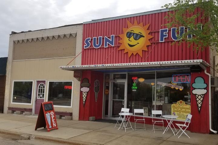 Pet Friendly Sun 'n Fun