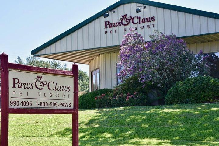 Pet Friendly Paws & Claws Pet Resort