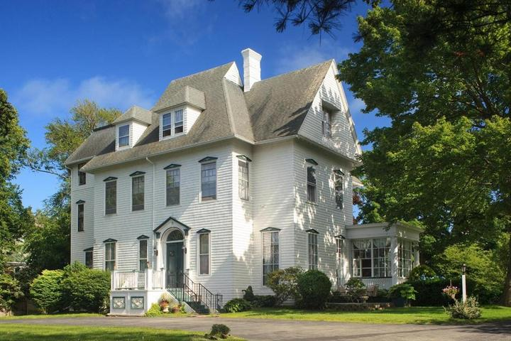 Pet Friendly Admiral Sims House
