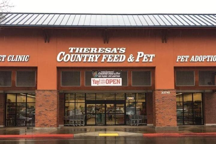 Pet Friendly Theresa's Country Feed & Pet Wood Village