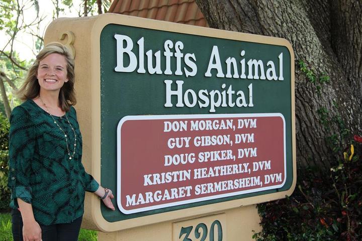Pet Friendly Bluffs Animal Hospital PA