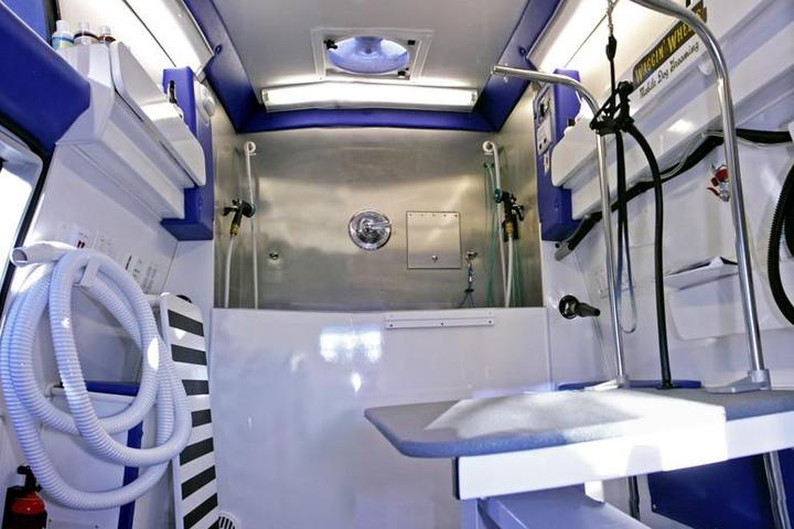 Pet Friendly Waggin' Wheels Mobile Dog Grooming