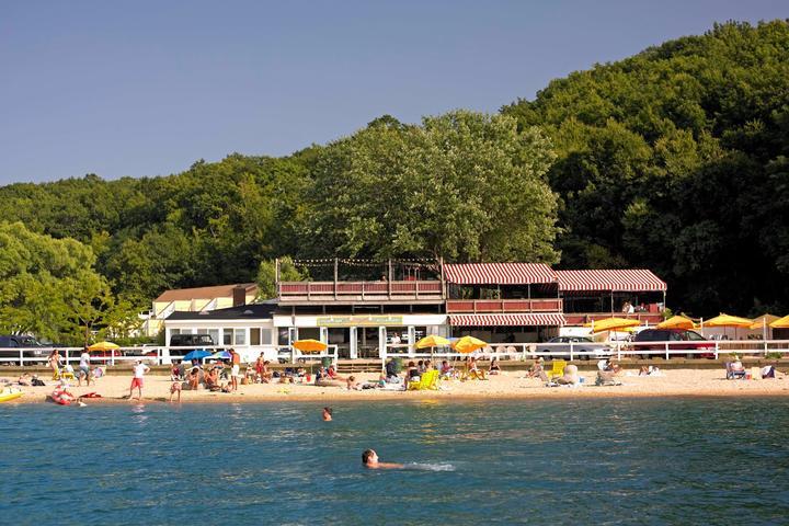 Pet Friendly Sunset Beach Barefoot Restaurant