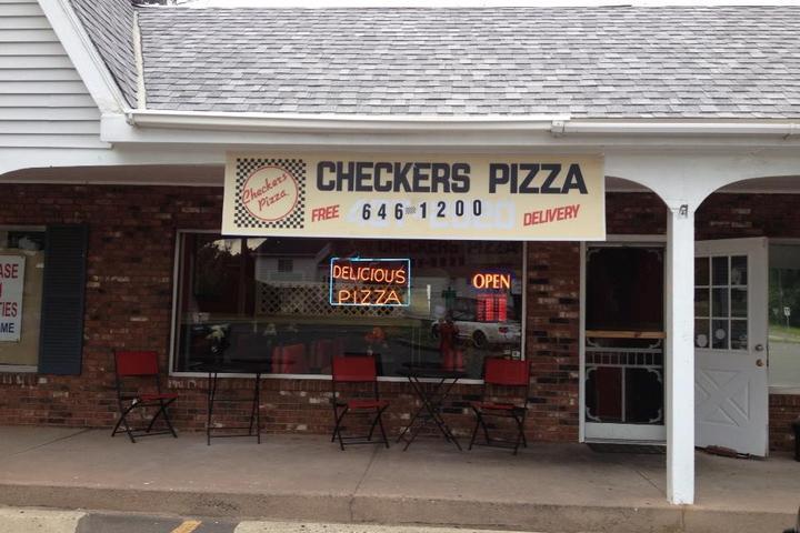 Pet Friendly Checkers Pizza