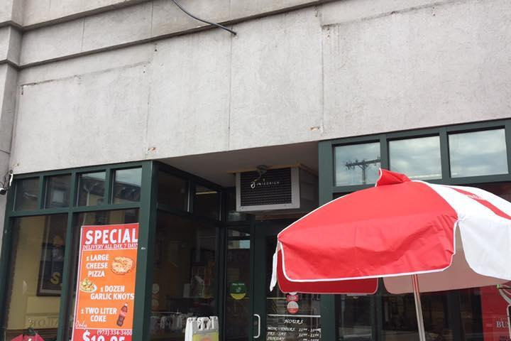 Pet Friendly Vinnie's Pizzeria and Ristorante