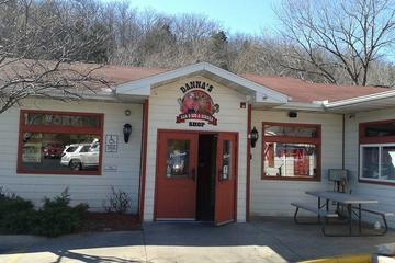 Pet Friendly Danna's BBQ & Burger Shop