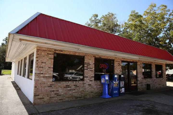 Pet Friendly Hickory Pit Barbecue